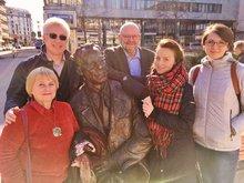 Ost-West-Begegnung auf dem Willy-Brandt-Platz: Karina Romanowa, Julia Kusnezowa, dju- Sprecher Klaus Schrage, Wjatscheslaw Kartuchin und Dolmetscherin Ella Rogoschanskaja (von rechts)