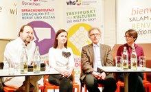 Bestritten die Podiumsdiskussion im Club International in Erlangen: Moderator Georg Escher, Julia Kusnezowa, Peter Steger von der Stadt Erlangen und Karina Romanowa (von links).